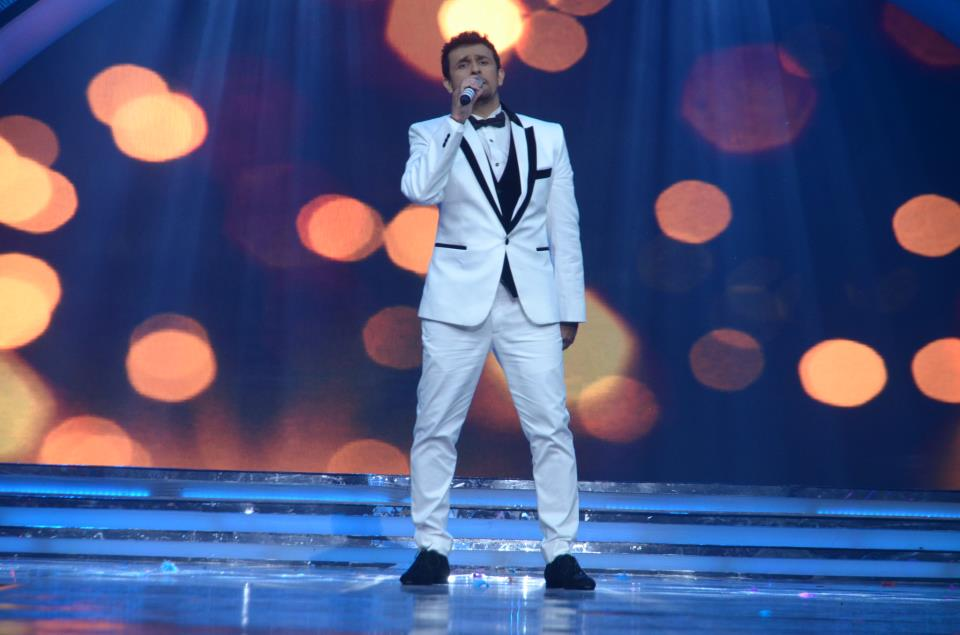 Sonu Nigam performing live while introducing the 23 contestants at the Pond's Femina Miss India 2013 contest, held at Yash Raj Studios, in Mumbai, on March 24, 2013.