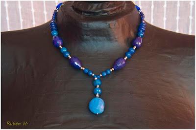Gargantilla/Collar en plata, calcedonias y jades azules. Joyería Artesanal personalizada