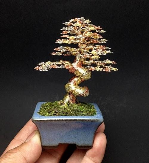 23-Ken-To-aka-KenToArt-Miniature-Wire-Bonsai-Tree-Sculptures-www-designstack-co