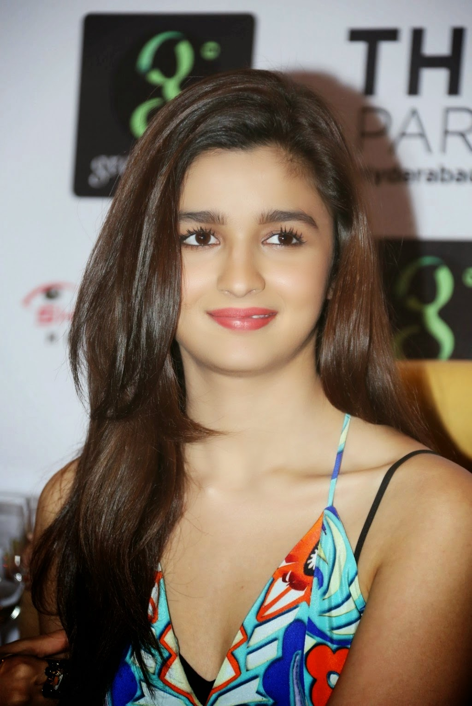 Alia Bhatt Hot Sleeveless HD High Resolution Wallpapers 2014