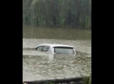 Foto Mobil Terendam Banjir Jakarta 2015