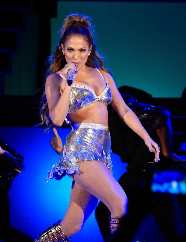 "Jennifer Lopez abused sensuality show during the event ""Can We Survive 2014"""