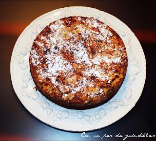 Un delicioso y esponjoso bizcocho de crema de almendras ideal para una merienda