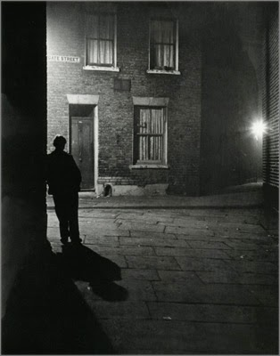 http://kvetchlandia.tumblr.com/post/119914494148/bill-brandt-london-1937
