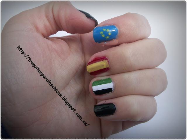 manicura en forma de bandera