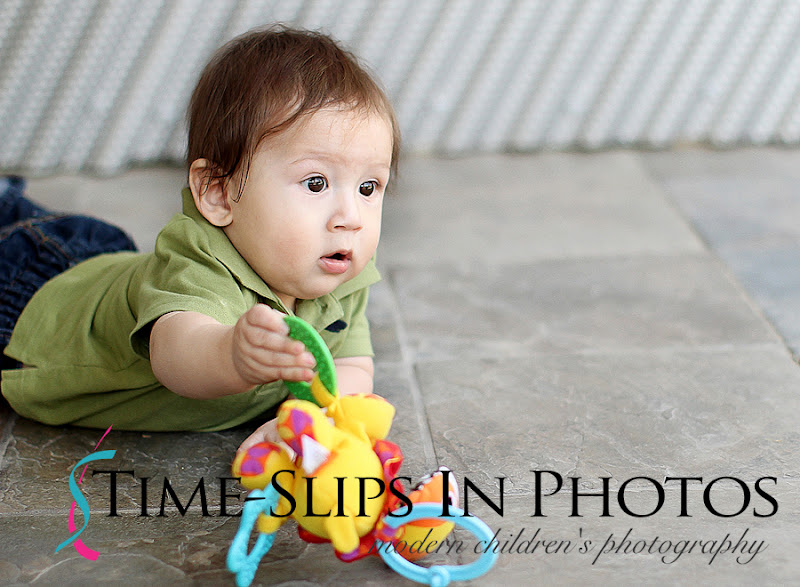 baby_photo_with_rattle_toy