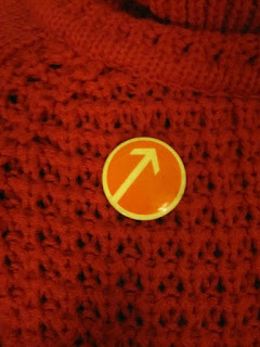 one way street arrow badge 70s 1970 badge pinback button vintage