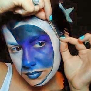 colocar bindis en maquillaje