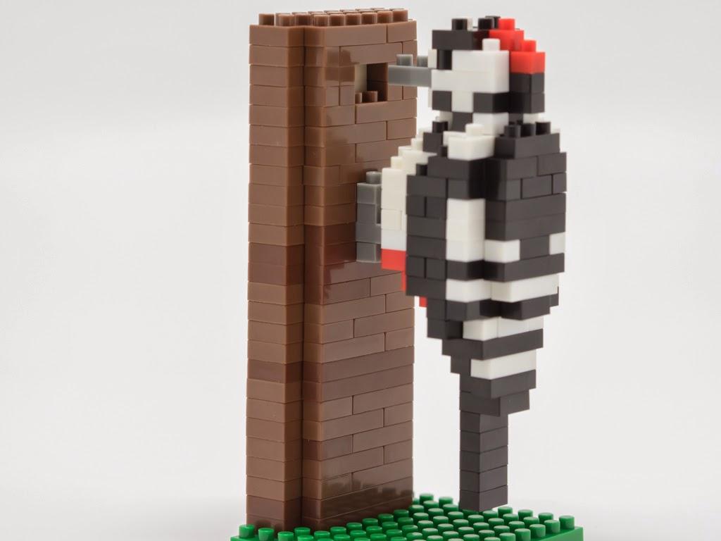 ナノブロックで作ったアカゲラ