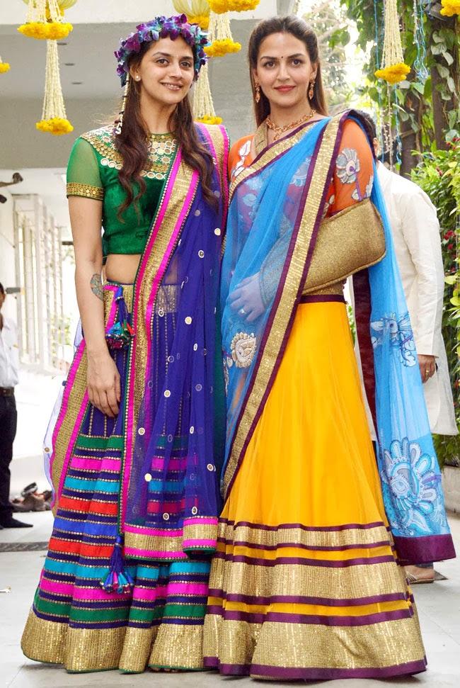 external image Dharmendra+and+Hema+Malini's+Daughters+Ahana+Deol+and+Esha+Deol+at+Ahana's+mehendi+function.jpg