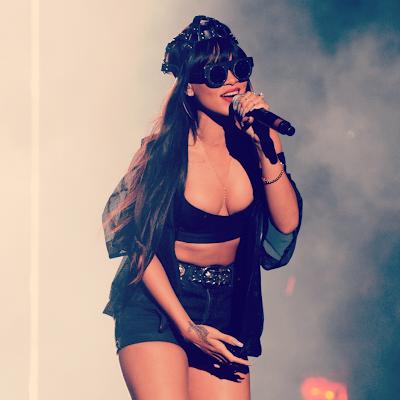 Rihanna-Jay-Z-perform-Run-This-Town-at Radio-1′s-Hackney