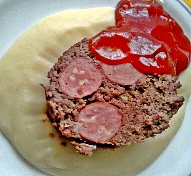 Rollo de carne con salchichas