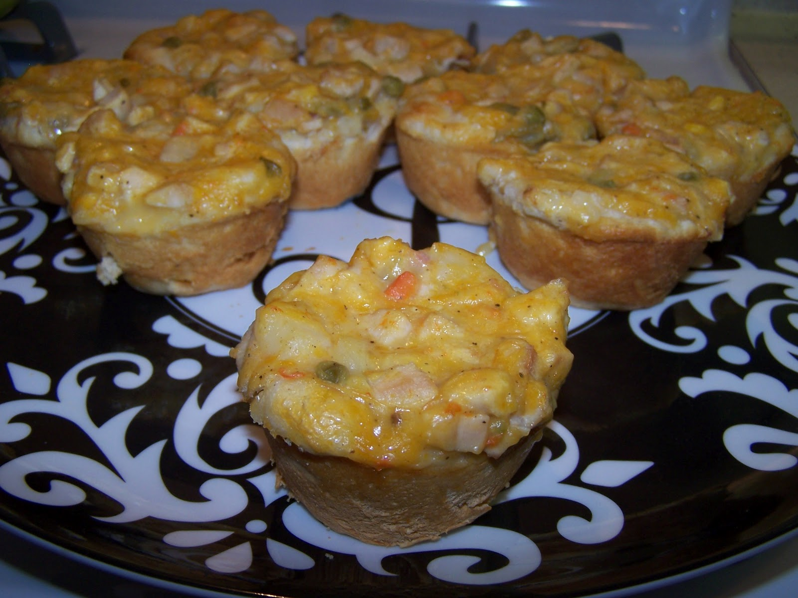 Cooking What I Pin: Chicken Pot Pie Cupcakes