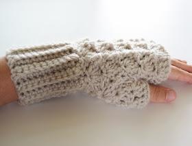 Crochet Shell Fingerless Gloves free pattern