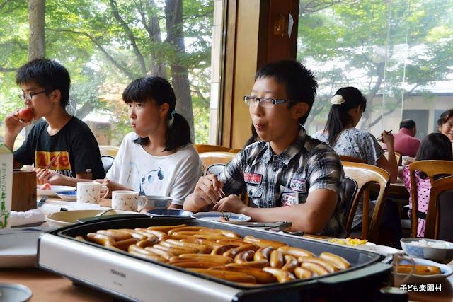 Bài học lớn trong bữa trưa nhỏ của trẻ em Nhật Bản