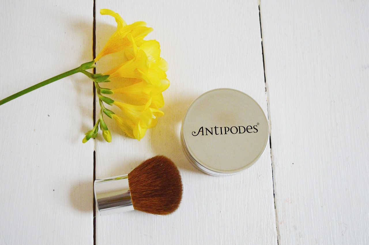 Antipodes Mineral Foundation review, beauty bloggers, FashionFake