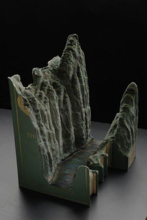 guy laramée esculturas esculpidas em livros grandes paisagens