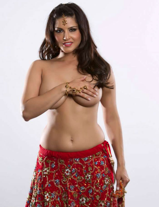 sunny leone is cute with himself with traditional indian dressed