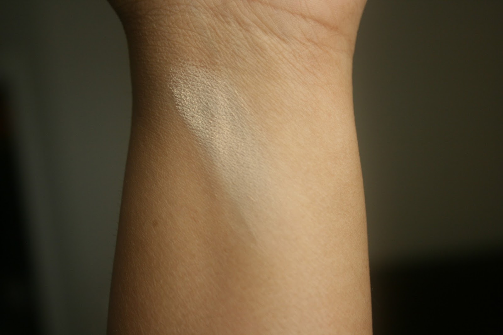 NARS Soft Velvet Loose Powder in Eden Swatch