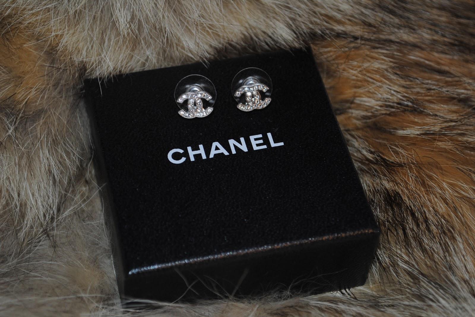 janinchen von w new in chanel stud earrings. Black Bedroom Furniture Sets. Home Design Ideas