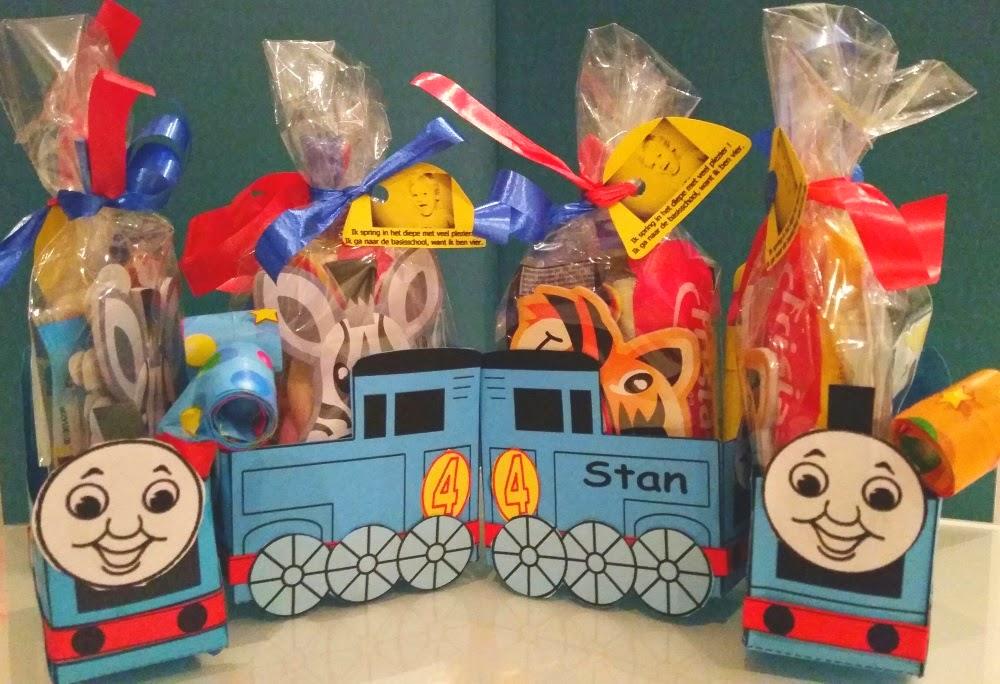 Thomas de trein traktatie, thomas de trein traktatie knutselen, thomas de trein bouwplaat