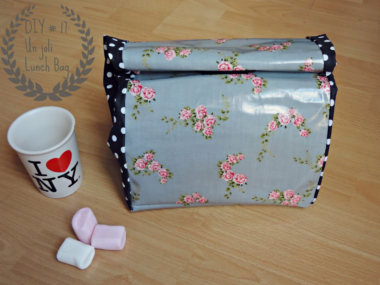 http://mynameisgeorges.blogspot.com/2014/07/diy-17-un-joli-lunch-bag.html