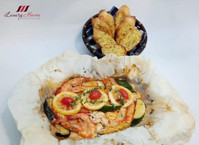purelyfresh baked seafood parcel garlic toast