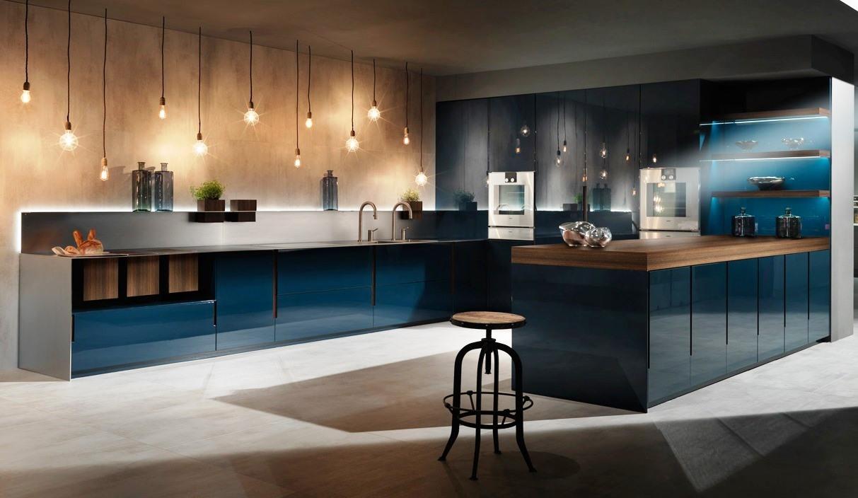 Dise o de cocina polilaminado en azul cobalto for Cocinas disenos 2016