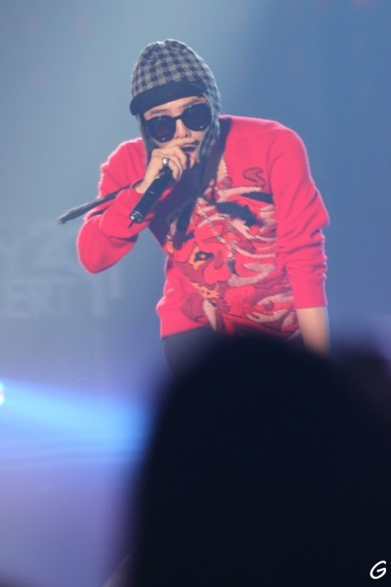 G-Dragon  Photos - Page 2 GDRAGON+lotte+3