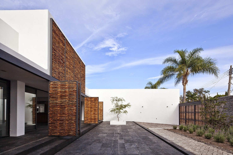 Rumah dengan Perpaduan Lokalitas dan Modernitas 2
