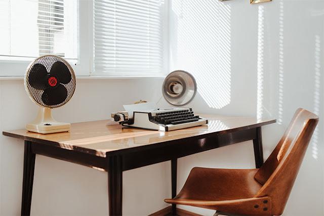 Wohnen und Leben der 1960er Jahre - Ferienwohnung Yugodom in Belgrad, Serbien, im Vintage Design der Möbel, Leuchten und Accessoires