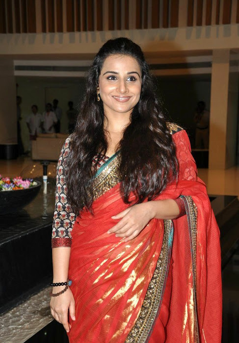 vidya balan gorgeous in red saree new hot images