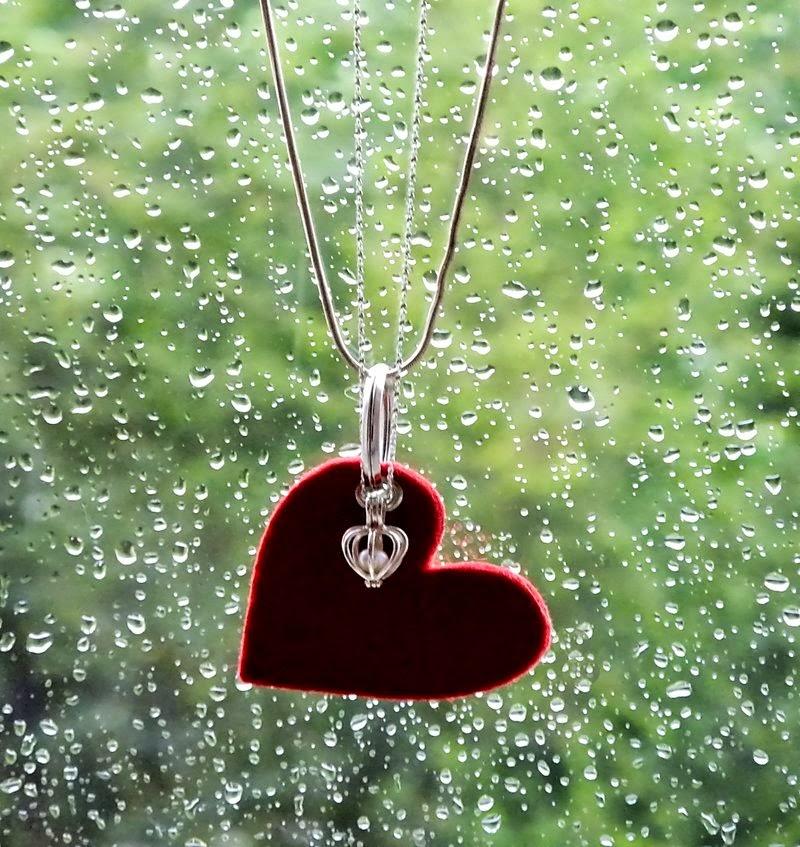 http://sternenfern.deviantart.com/art/a-heart-for-rain-215874858