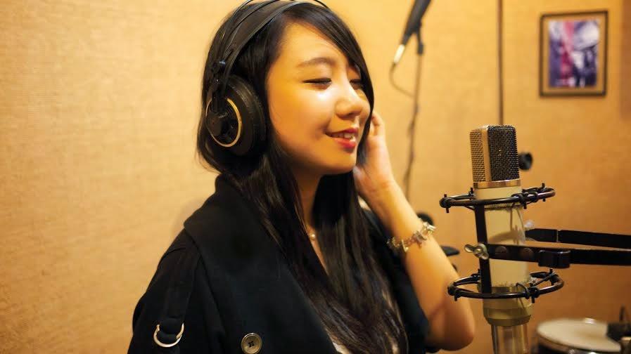 A coreana Heena se apresente no Aqua Bossa Lounge