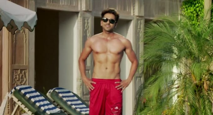 "Ayushmann khurrana xposing Six Pack Abs From Film ""Bewakoofiyaan"""