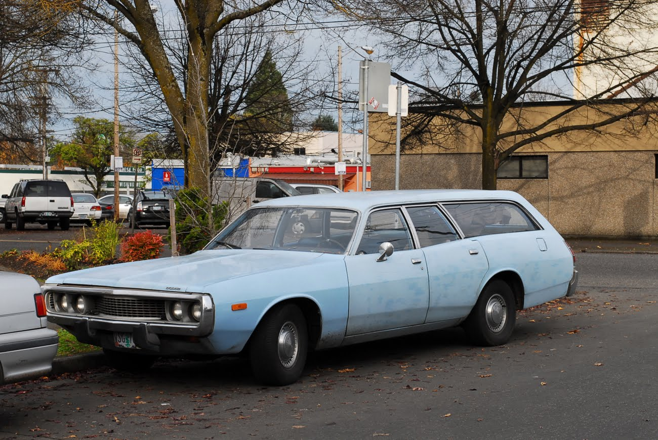 OLD PARKED CARS.: 1973 Dodge Coronet Station Wagon Revisited.