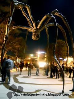 sculpture night view
