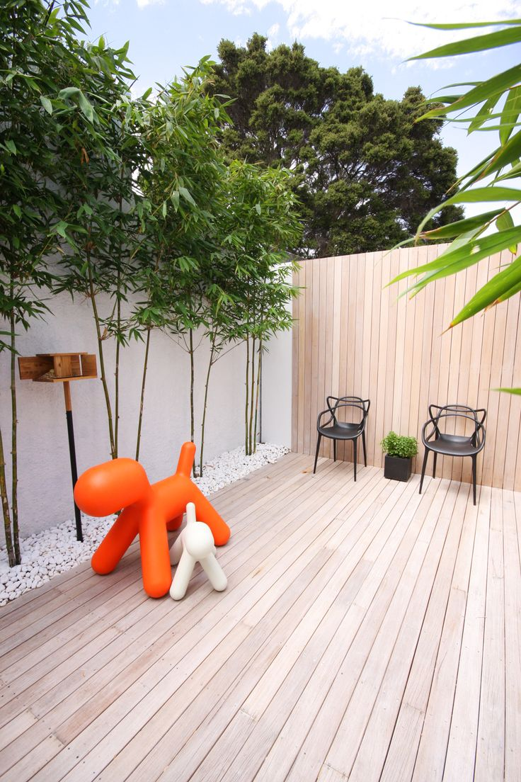 Urban small courtyard decking ideas
