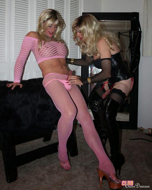 Красивые трансвеститы играются