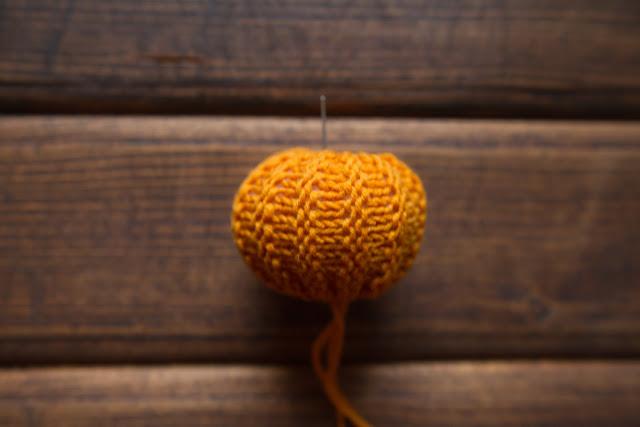 knitting pumpkins