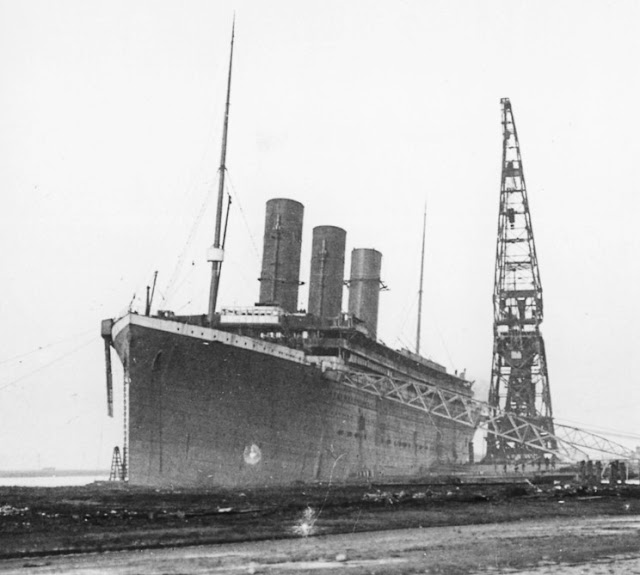The Titanic Ship-Then And Now (Antique Pictures)