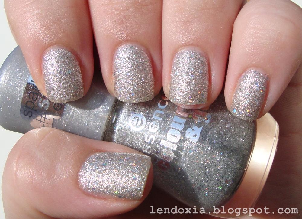 srebrni hrapavi lak za nokte essence