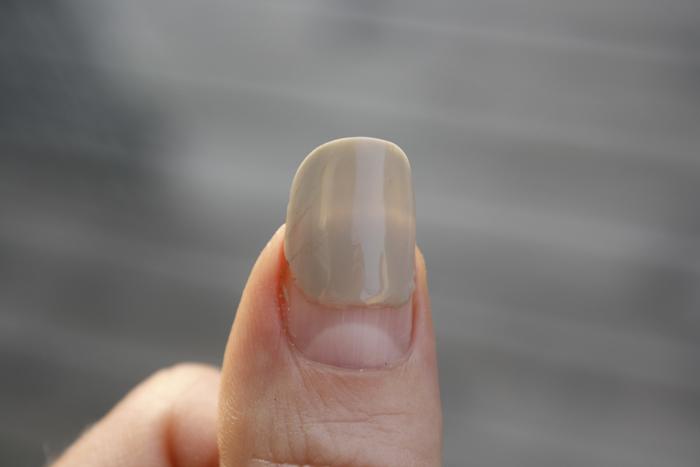 naglar växer uppåt