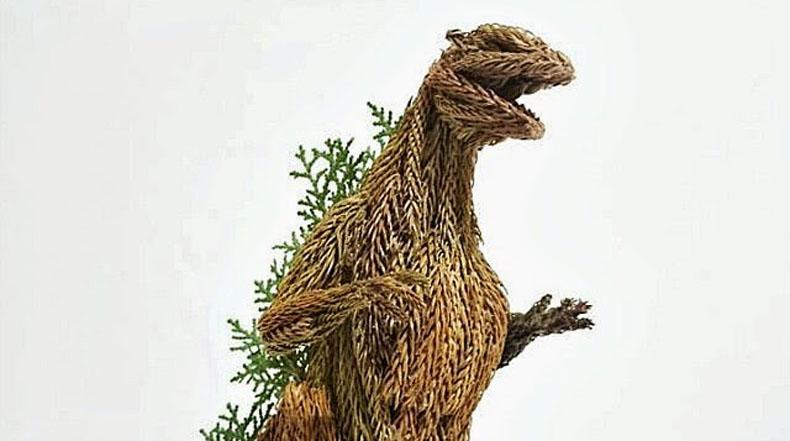 Increíble escultura de Godzilla hecha de ramas de árbol de pino por Li Yi-Kai