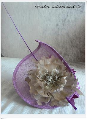 Tocado morado con flores