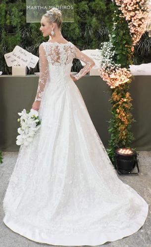 vestido de noiva rodado com transparência e bordados Martha Medeiros