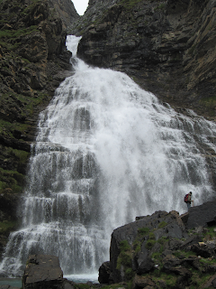 cola de caballo,valle de ordesa,turismo y pirineo,montañas