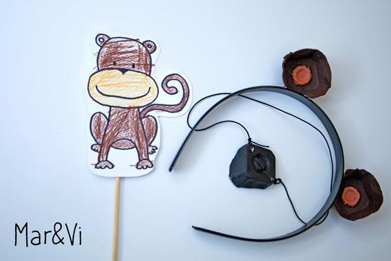 máscara de mono hecha con hueveras
