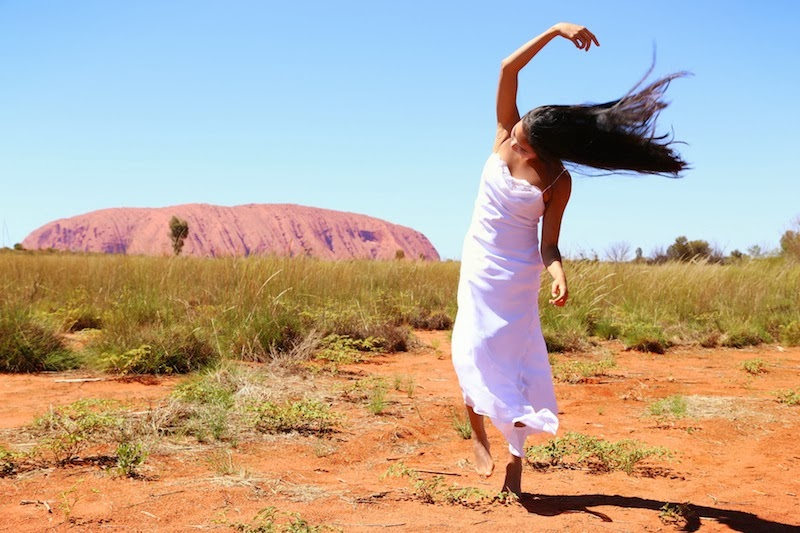 Uluru, Kata-tjuta, Northern Territory, Australia, travel, vintage dress, outfit post, ootd, fashion blogger, red centre, red rock, red soil