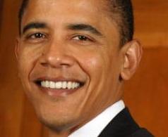 Barack Obama mide 1,85 metros.